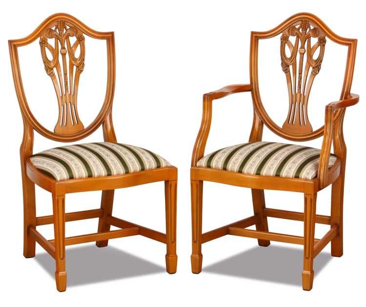 Englische Möbel wie Chesterfield und Landhausstil Sofas